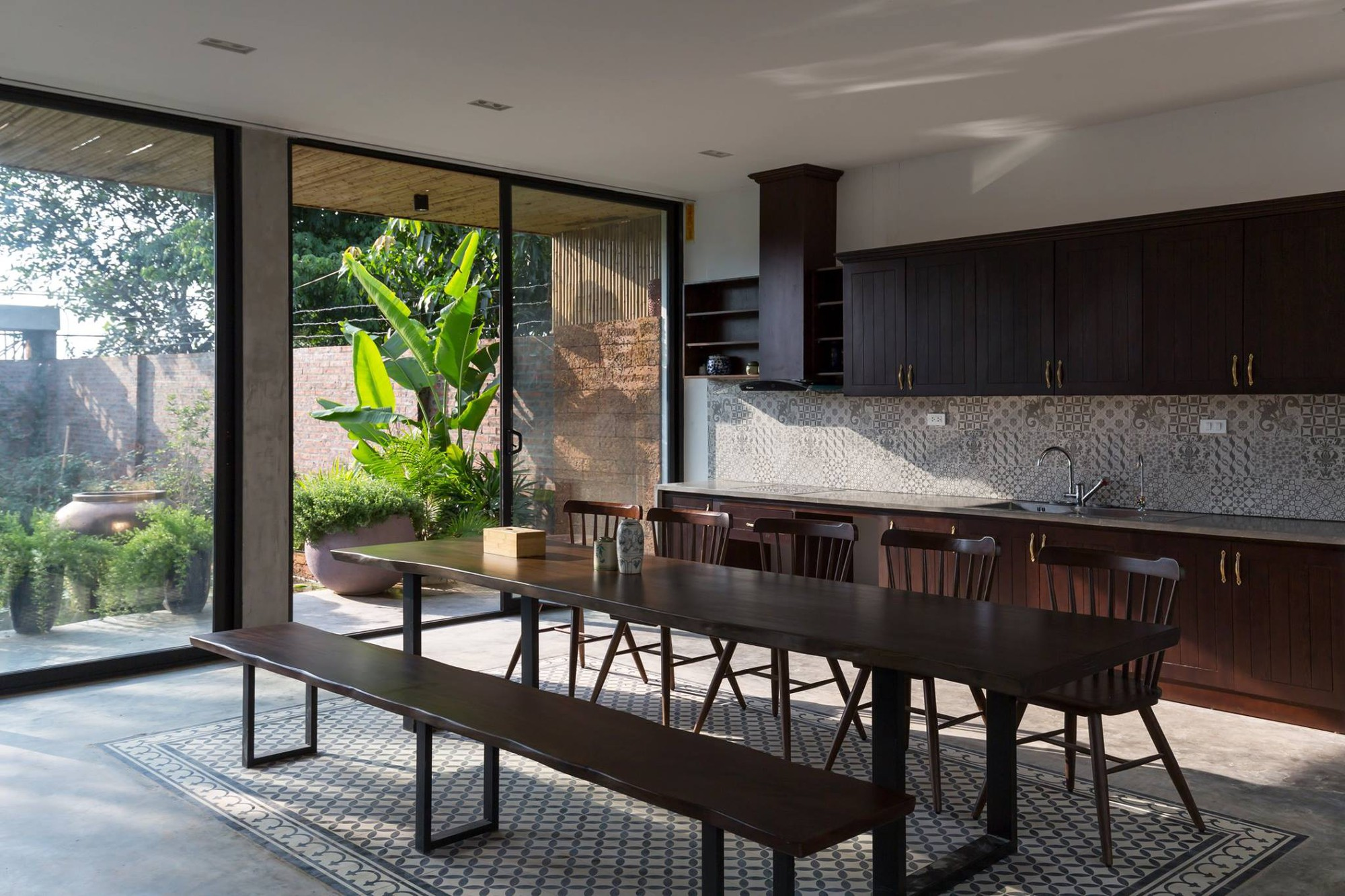 Ngôi nhà cấp 4 chan hòa ánh nắng và cây xanh mang lại vẻ yên bình đến khó tin ở Hà Nội - Ảnh 13.