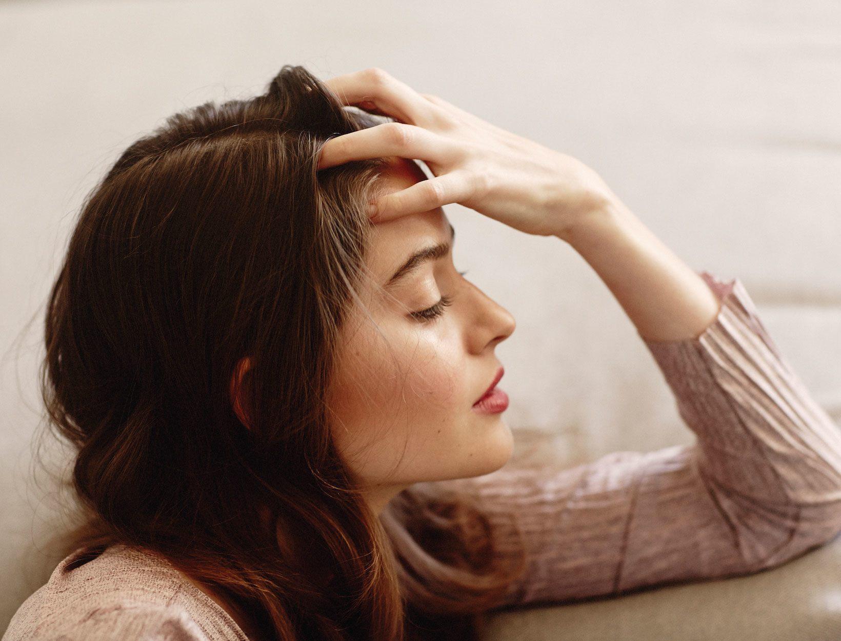 Cải thiện tình trạng rụng lông mày đáng lo ngại mà ai cũng mắc phải - Ảnh 1.