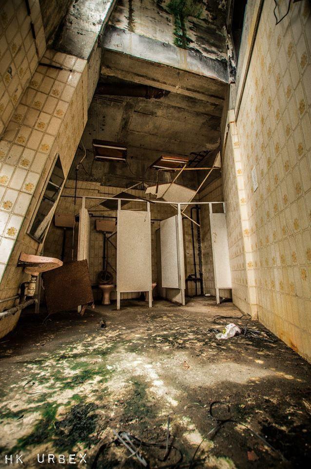 Rạp phim bị bỏ hoang ở Hong Kong: Điểm vui chơi nổi tiếng giờ chỉ còn lại đống đổ nát âm u vì những lời đồn thổi chết chóc - Ảnh 16.