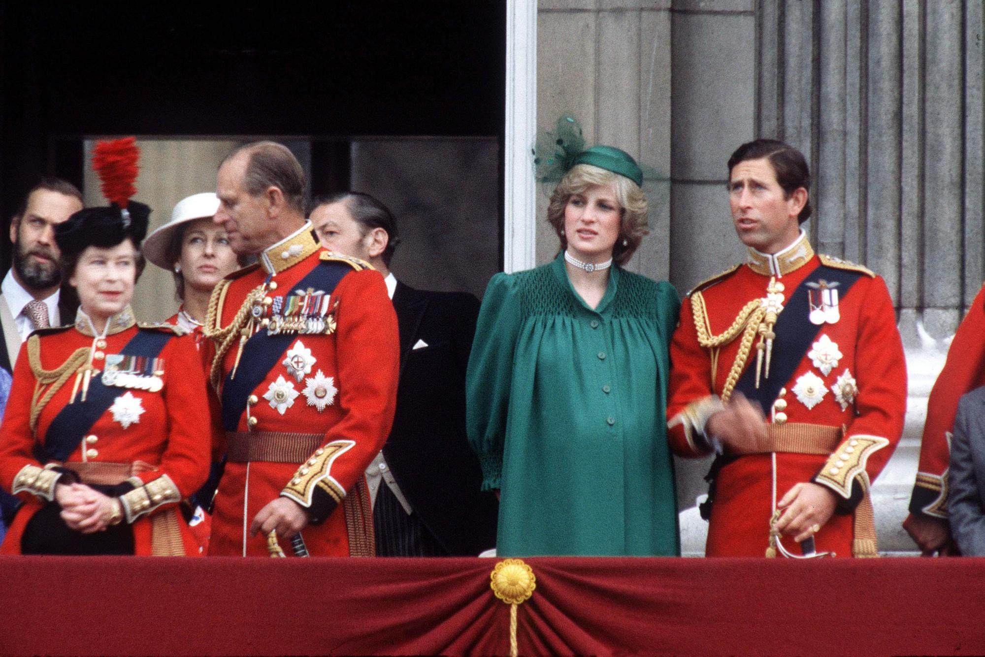 5 lần tự sát không thành của Công nương Diana, ngay cả khi đang mang thai và thái độ dửng dưng của Thái tử Charles - Ảnh 2.