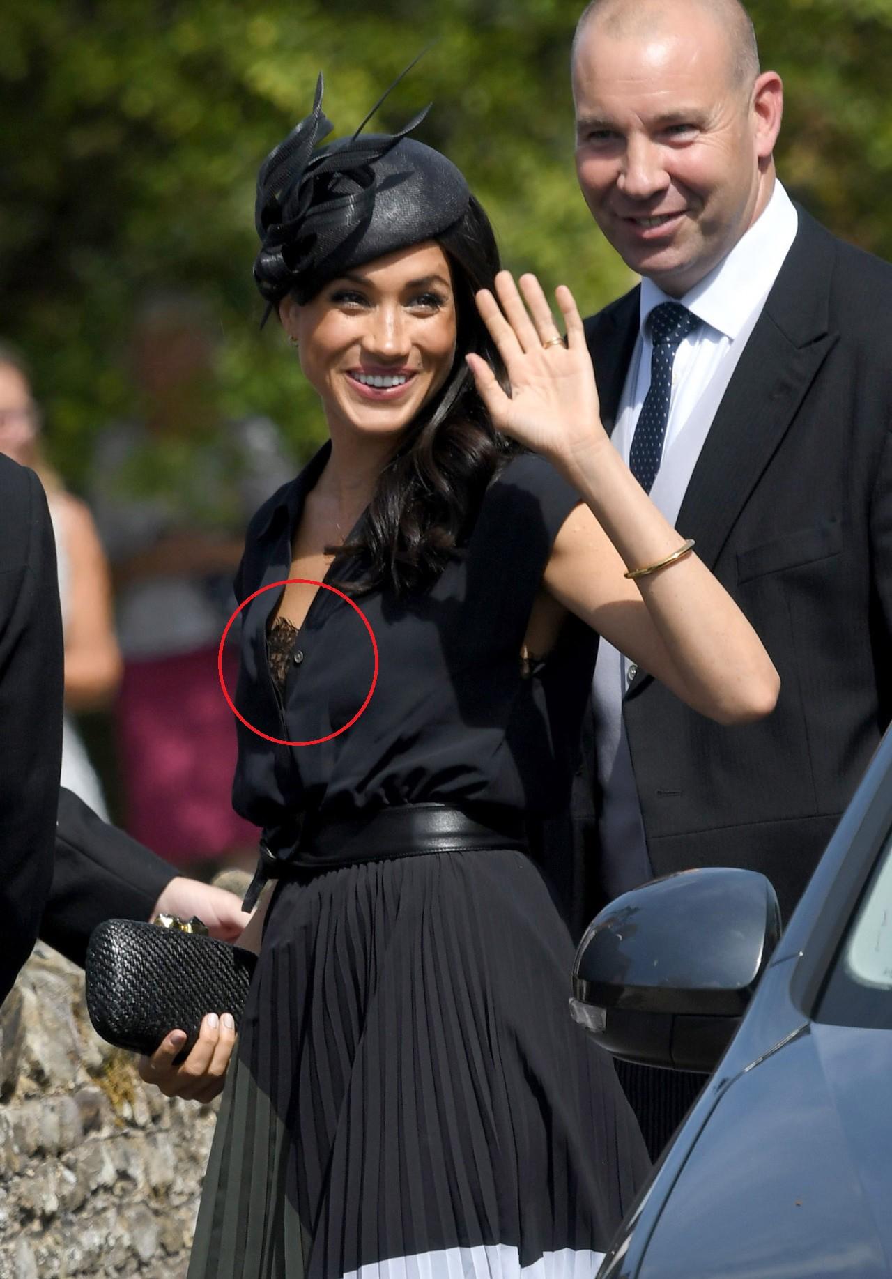 Chỉ mới 3 tháng làm dâu Hoàng gia nhưng Công nương Meghan Markle đã vướng không dưới 5 tranh cãi về trang phục - Ảnh 7.
