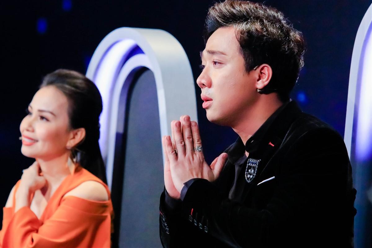 Trấn Thành liên tục gạt nước mắt khi nghe bản sao Hồ Ngọc Hà cất tiếng hát - Ảnh 5.