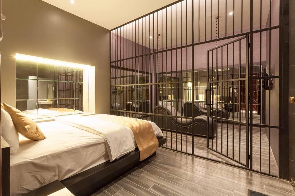 Cần Thơ: Khách sạn trang trí phòng kiểu nhạy cảm bị nhắc nhở, buộc tháo dỡ  - Ảnh 3.