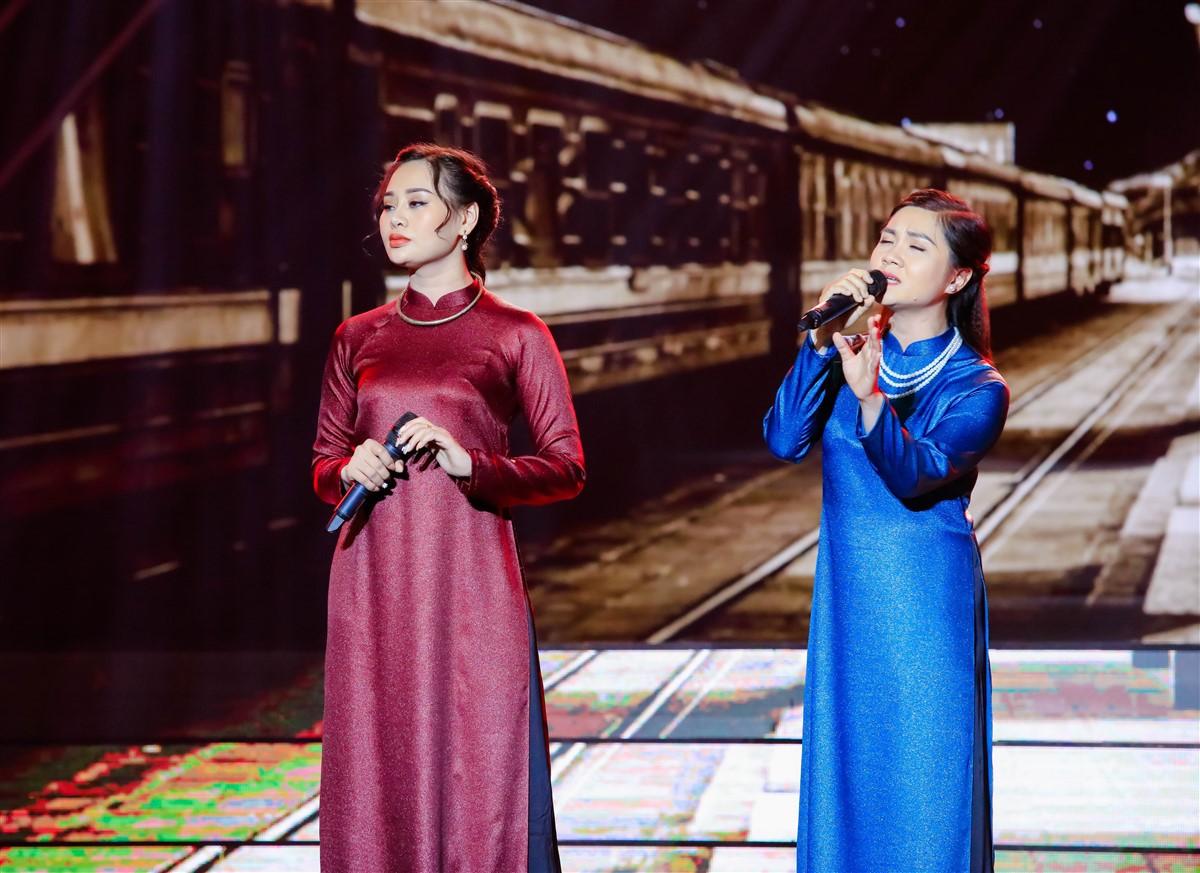 Trấn Thành liên tục gạt nước mắt khi nghe bản sao Hồ Ngọc Hà cất tiếng hát - Ảnh 11.