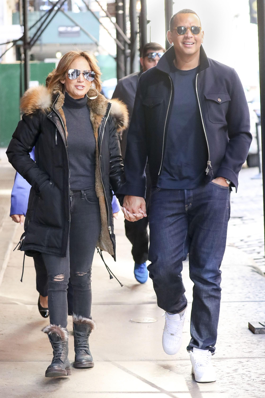 Cách Jennifer Lopez cùng bồ trẻ chứng minh tình yêu: Diện đồ tông xuyệt tông với nhau bất cứ khi nào có thể - ảnh 7