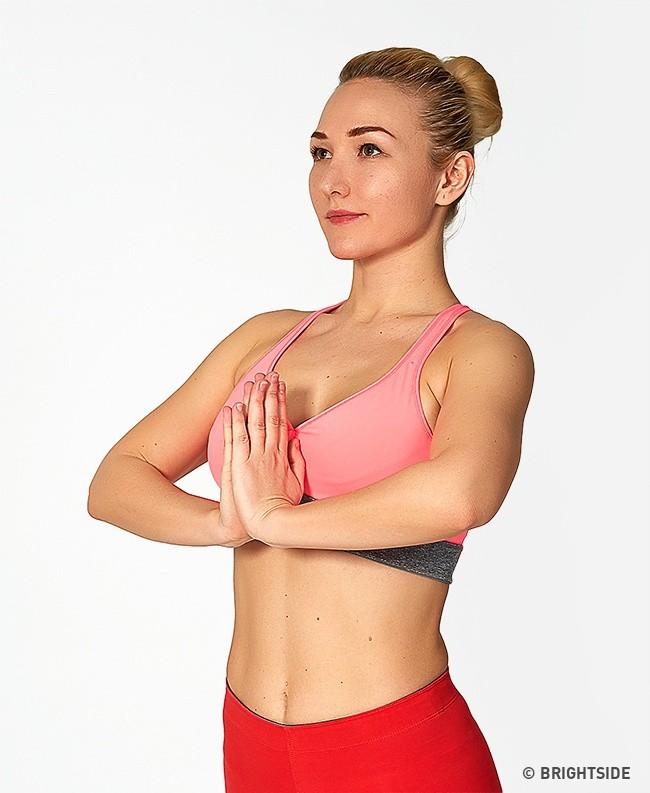 Chị em nào cũng nên tập 7 bài tập đơn giản này mỗi ngày để có bộ ngực đẹp và hấp dẫn - Ảnh 2.