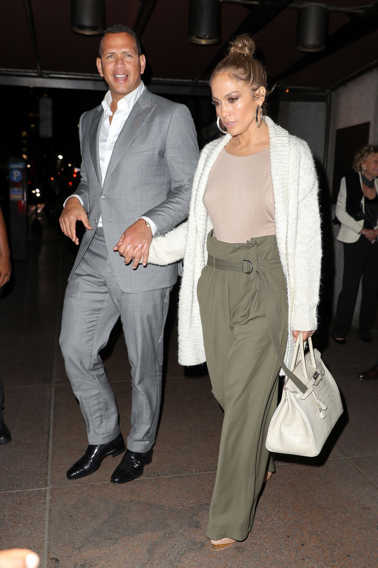 jennifer-lopez-and-alex-rodriguez-leaving-the-pool-in-new-york-city-07-27-2017-3