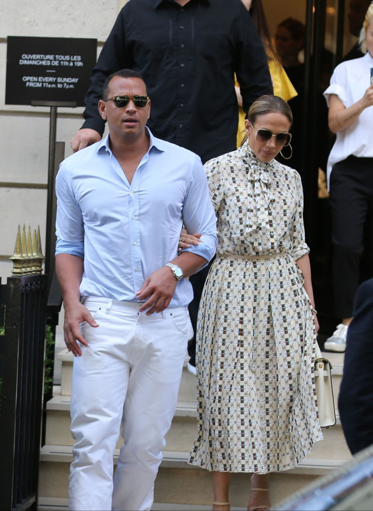 jennifer-lopez-and-alex-rodriguez-visit-the-louvre-in-paris-06-17-2017-6-1
