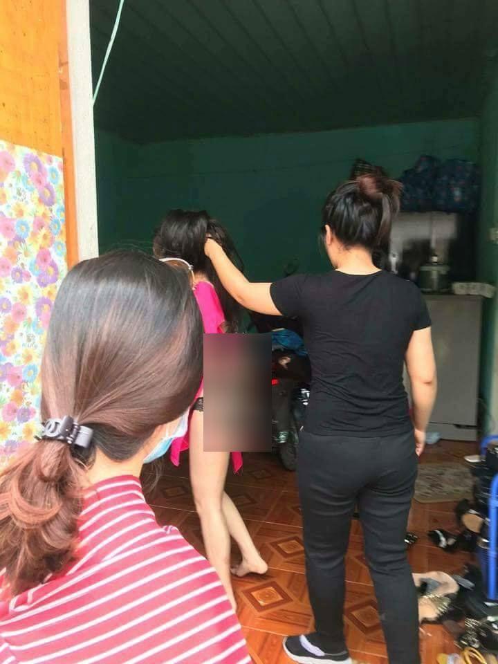 Cô gái trẻ bị đánh ghen, tóc bị cắt phăng từng chùm vì không khai mật khẩu điện thoại 0