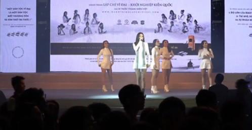 Hồ Ngọc Hà, cùng loạt sao Việt bỏ dở show diễn để ra xem cháy TTTM