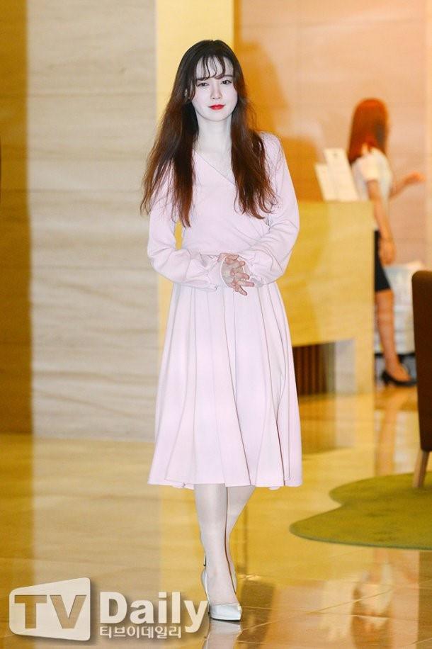 Giảm cân thành công nhưng Goo Hye Sun vẫn kém đẹp chỉ vì thói quen này khi diện váy ngắn - Ảnh 5.