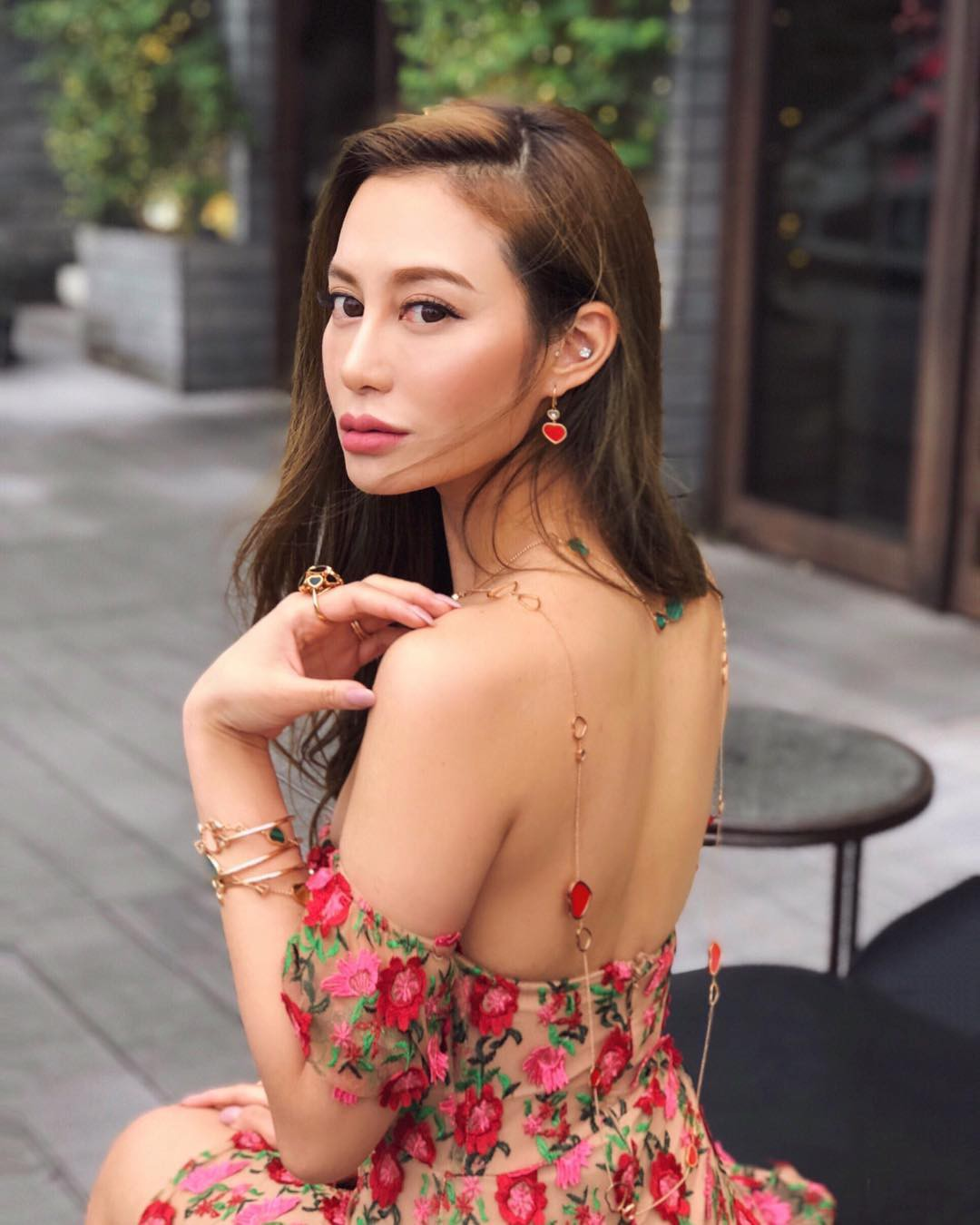 Nàng ái nữ tỷ phú Hong Kong, sinh ra đã ngậm thìa vàng, lấy chồng sinh con vẫn đẹp không tì vết 1
