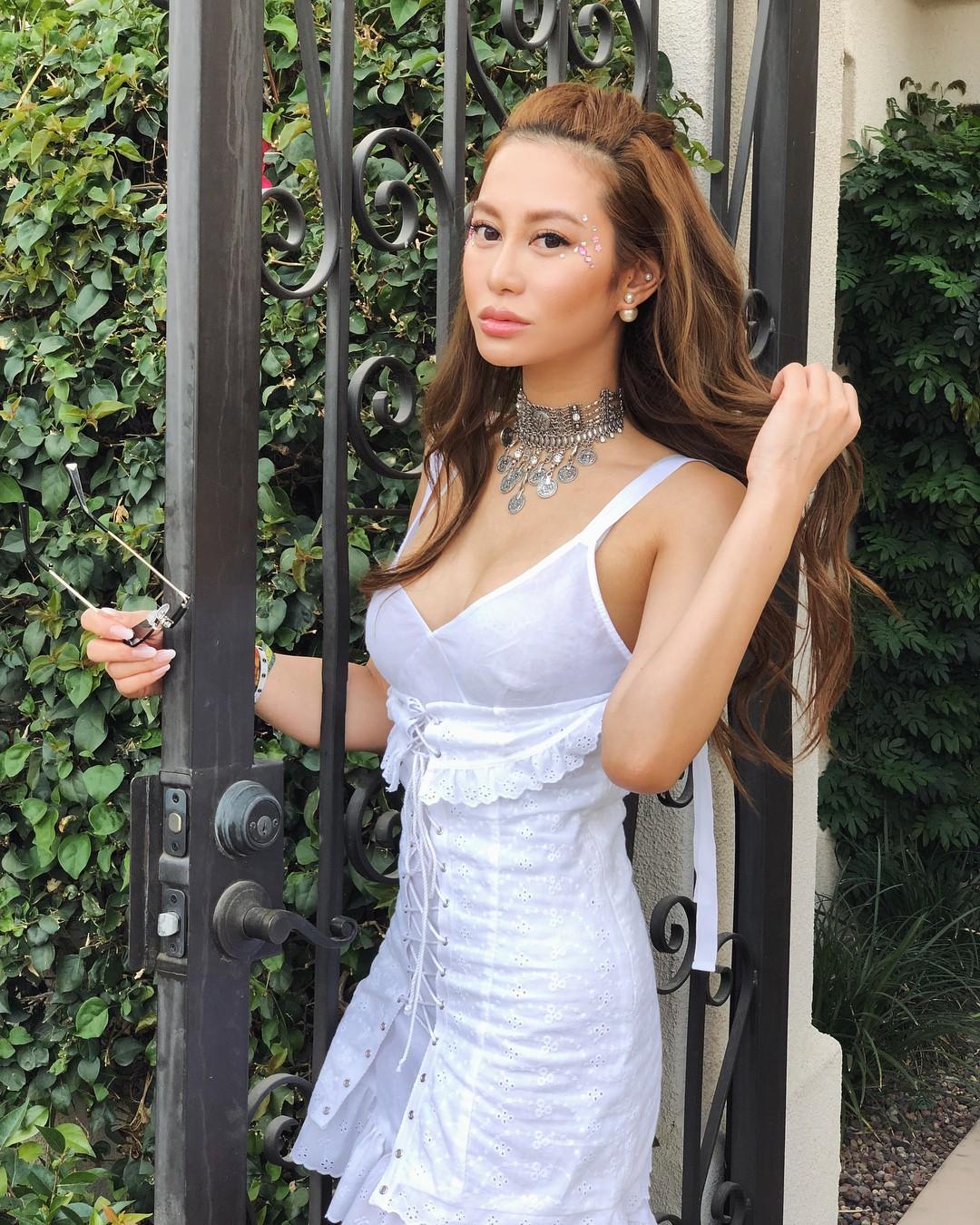 Nàng ái nữ tỷ phú Hong Kong, sinh ra đã ngậm thìa vàng, lấy chồng sinh con vẫn đẹp không tì vết 22
