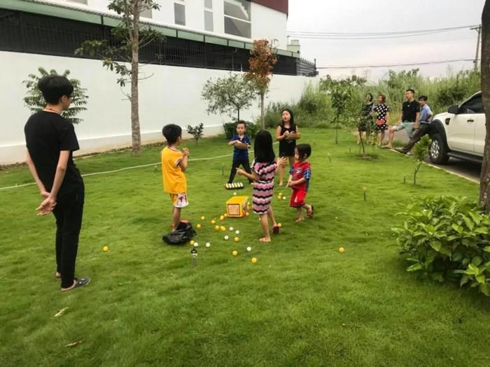 Ngắm căn biệt thự với sân vườn xanh mướt và ngập tràn tiếng cười của vợ chồng MC Ốc Thanh Vân - Ảnh 7.