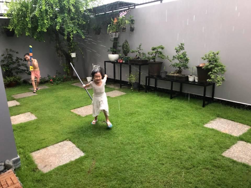 Ngắm căn biệt thự với sân vườn xanh mướt và ngập tràn tiếng cười của vợ chồng MC Ốc Thanh Vân - Ảnh 5.