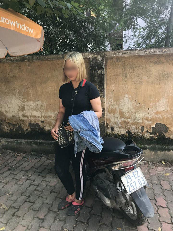 Chiến sĩ CSCĐ Hà Nội bị thiếu nữ tóc vàng tông xe vào đã ổn định sức khỏe - Ảnh 3.