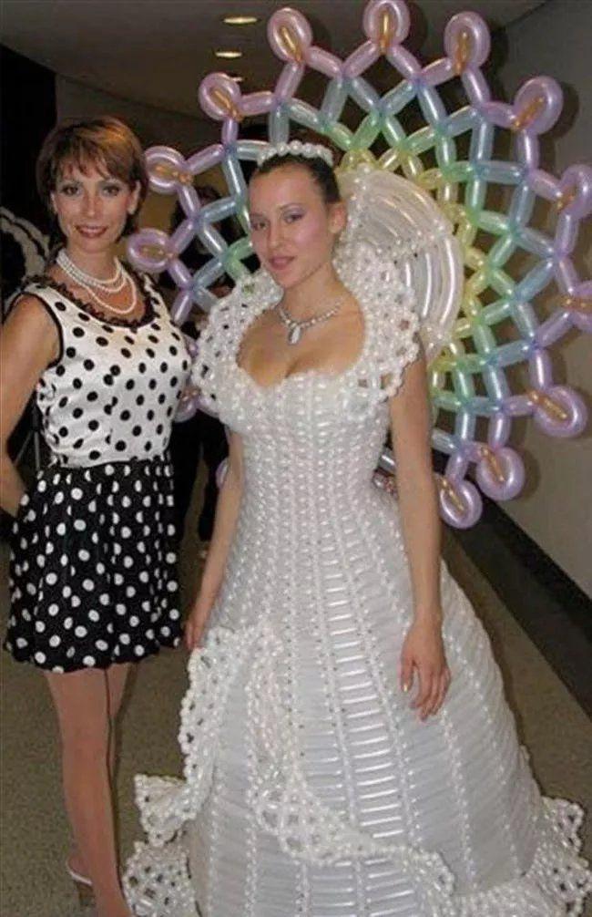 Phì cười với những bộ váy cưới thảm họa, nếu không hù quan khách chết khiếp thì cũng khiến chú rể bỏ của chạy lấy người - Ảnh 1.