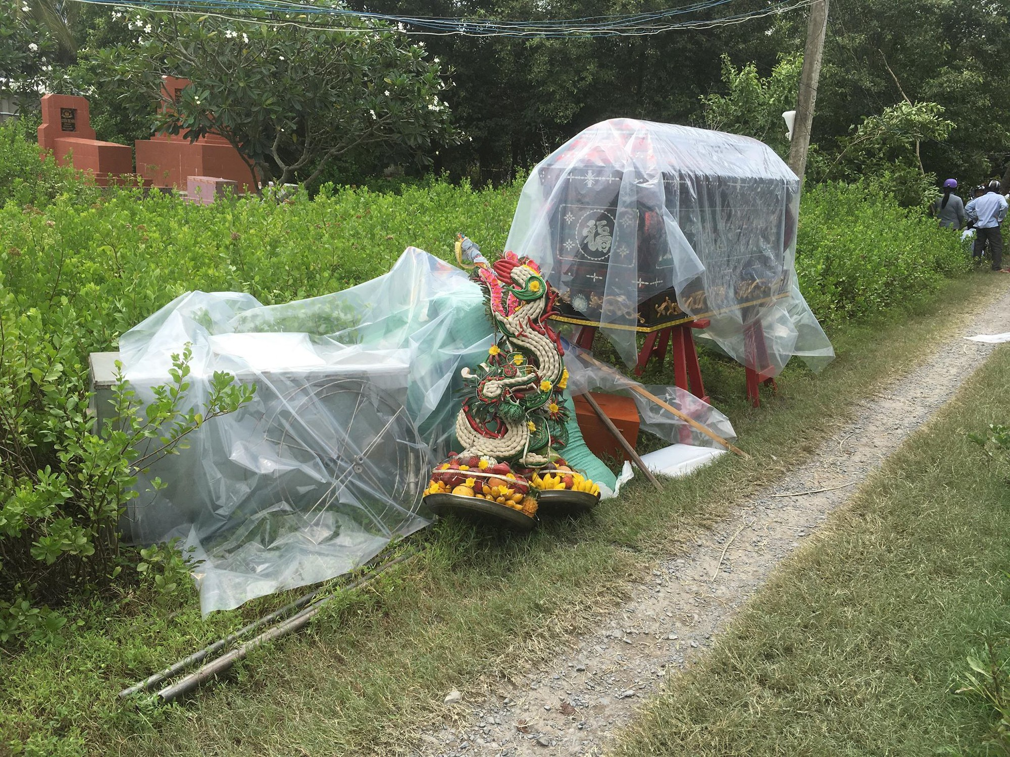 Vụ thảm án 3 người trong gia đình bị sát hại ở Tiền Giang: Các nạn nhân nghi bị siết cổ đến chết vì mâu thuẫn trong gia đình - Ảnh 3.