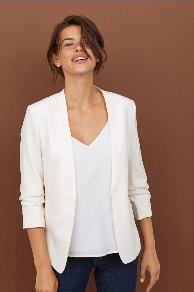 15 mẫu áo blazer của Zara, H&M... thanh lịch mà cực kỳ cá tính dành cho nàng công sở khi thời tiết đang chuyển từ hè sang thu - Ảnh 10.