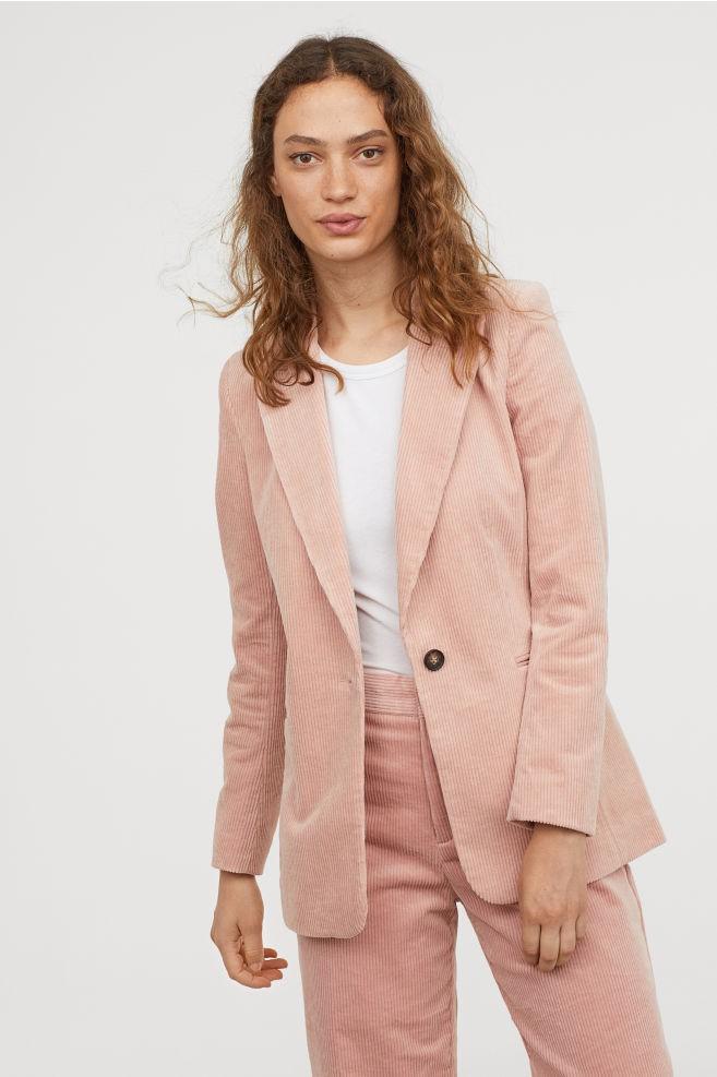 15 mẫu áo blazer của Zara, H&M... thanh lịch mà cực kỳ cá tính dành cho nàng công sở khi thời tiết đang chuyển từ hè sang thu - Ảnh 11.