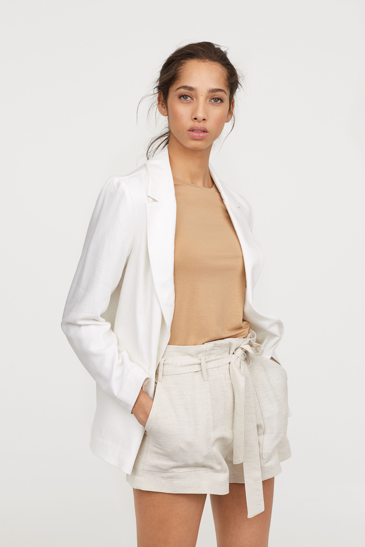 15 mẫu áo blazer của Zara, H&M... thanh lịch mà cực kỳ cá tính dành cho nàng công sở khi thời tiết đang chuyển từ hè sang thu - Ảnh 12.