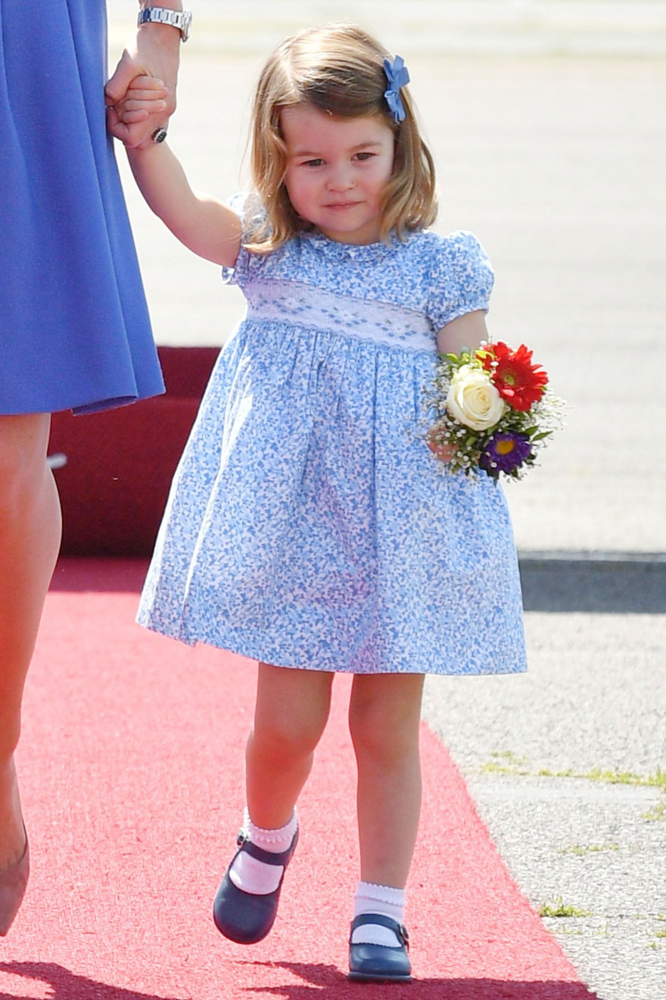 Lý do tại sao công chúa Charlotte chỉ luôn mặc váy hóa ra lại đơn giản thế này - Ảnh 2.