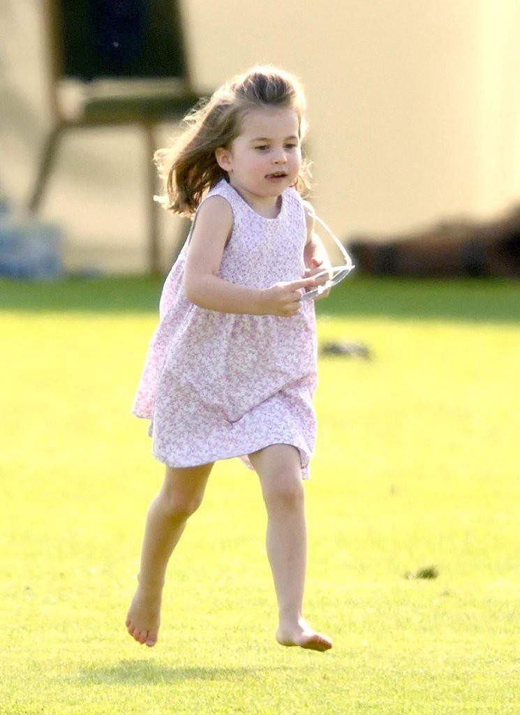 Lý do tại sao công chúa Charlotte chỉ luôn mặc váy hóa ra lại đơn giản thế này - Ảnh 3.
