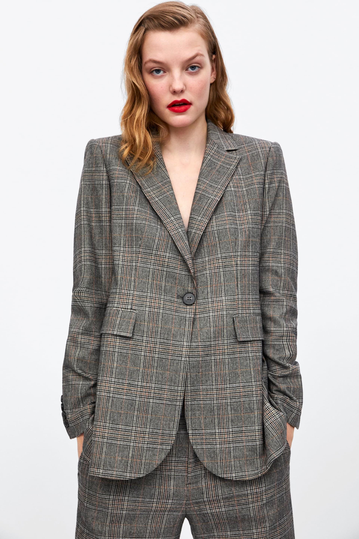 15 mẫu áo blazer của Zara, H&M... thanh lịch mà cực kỳ cá tính dành cho nàng công sở khi thời tiết đang chuyển từ hè sang thu - Ảnh 5.