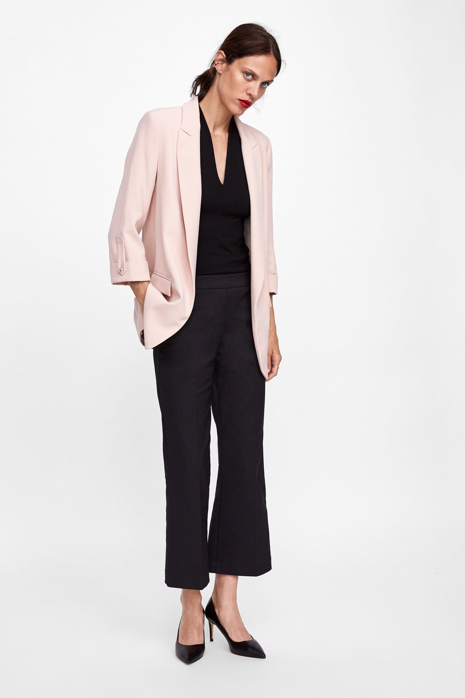 15 mẫu áo blazer của Zara, H&M... thanh lịch mà cực kỳ cá tính dành cho nàng công sở khi thời tiết đang chuyển từ hè sang thu - Ảnh 3.