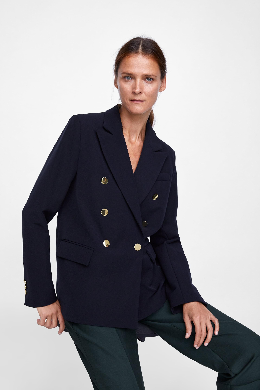 15 mẫu áo blazer của Zara, H&M... thanh lịch mà cực kỳ cá tính dành cho nàng công sở khi thời tiết đang chuyển từ hè sang thu - Ảnh 1.