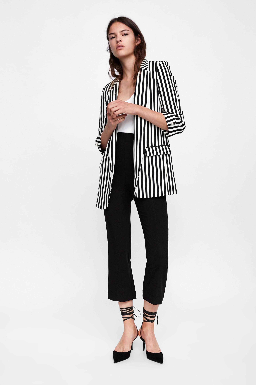 15 mẫu áo blazer của Zara, H&M... thanh lịch mà cực kỳ cá tính dành cho nàng công sở khi thời tiết đang chuyển từ hè sang thu - Ảnh 4.