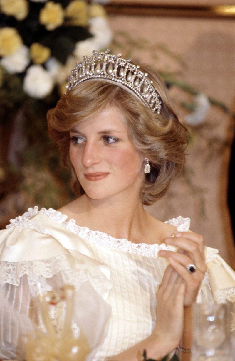Xuất hiện ở đâu là tỏa sáng ở đó, thì ra Công nương Diana cũng có bí quyết chăm sóc sắc đẹp đến bây giờ vẫn đáng để học hỏi - Ảnh 1.