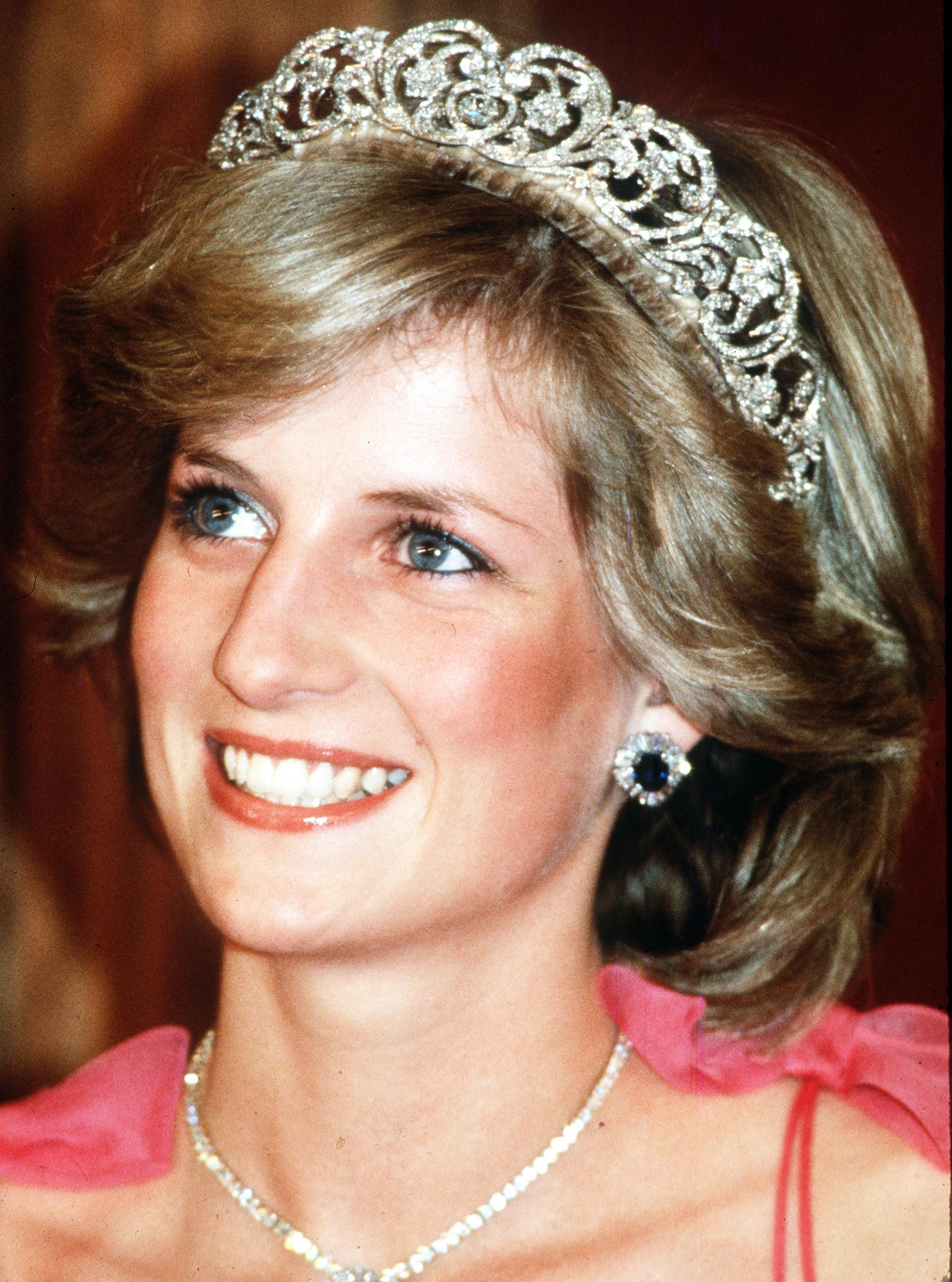 Xuất hiện ở đâu là tỏa sáng ở đó, thì ra Công nương Diana cũng có bí quyết chăm sóc sắc đẹp đến bây giờ vẫn đáng để học hỏi - Ảnh 4.