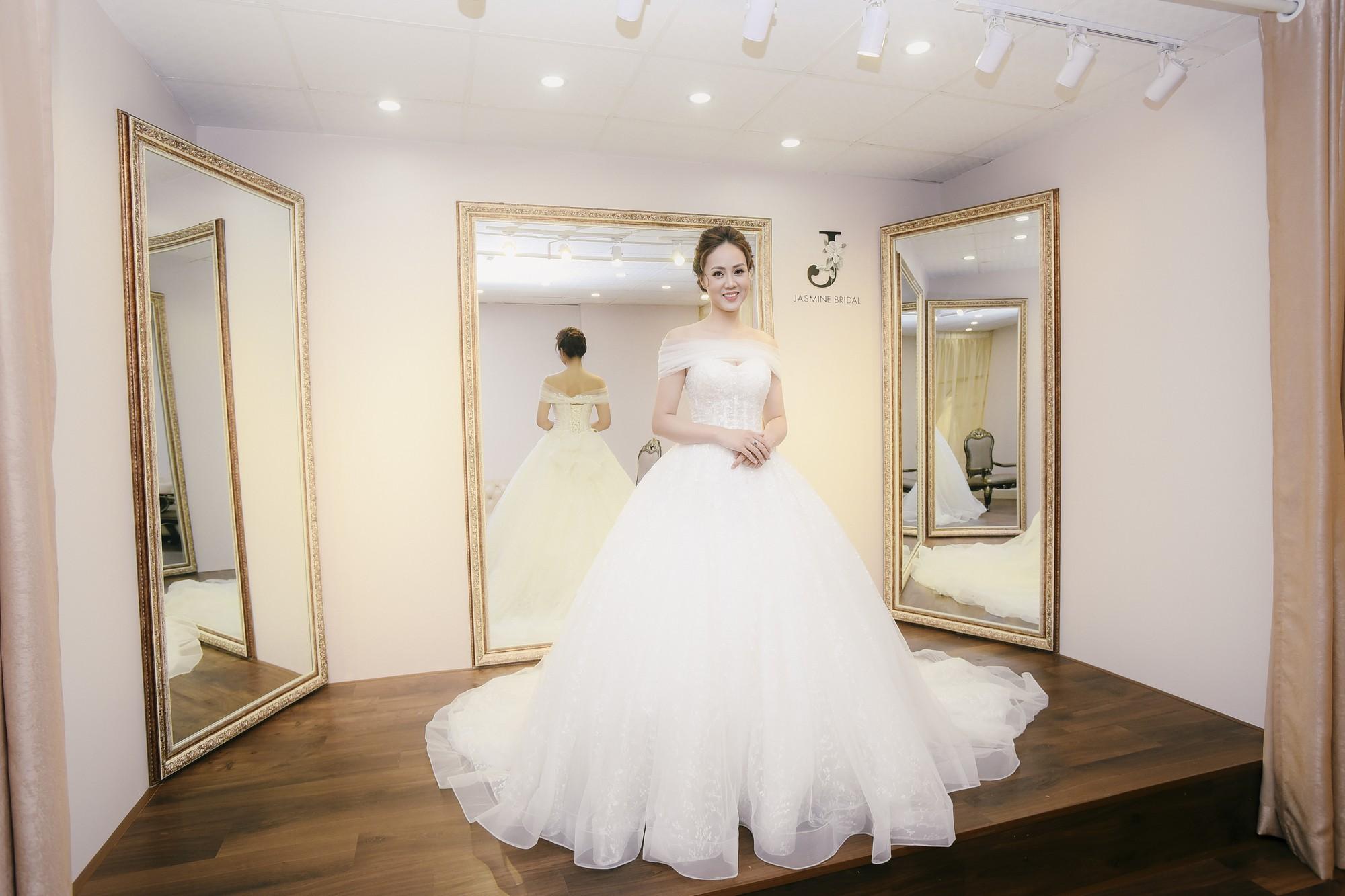 Bạn gái danh hài Công Lý bất ngờ thử váy cưới, làm cô dâu xinh đẹp 4
