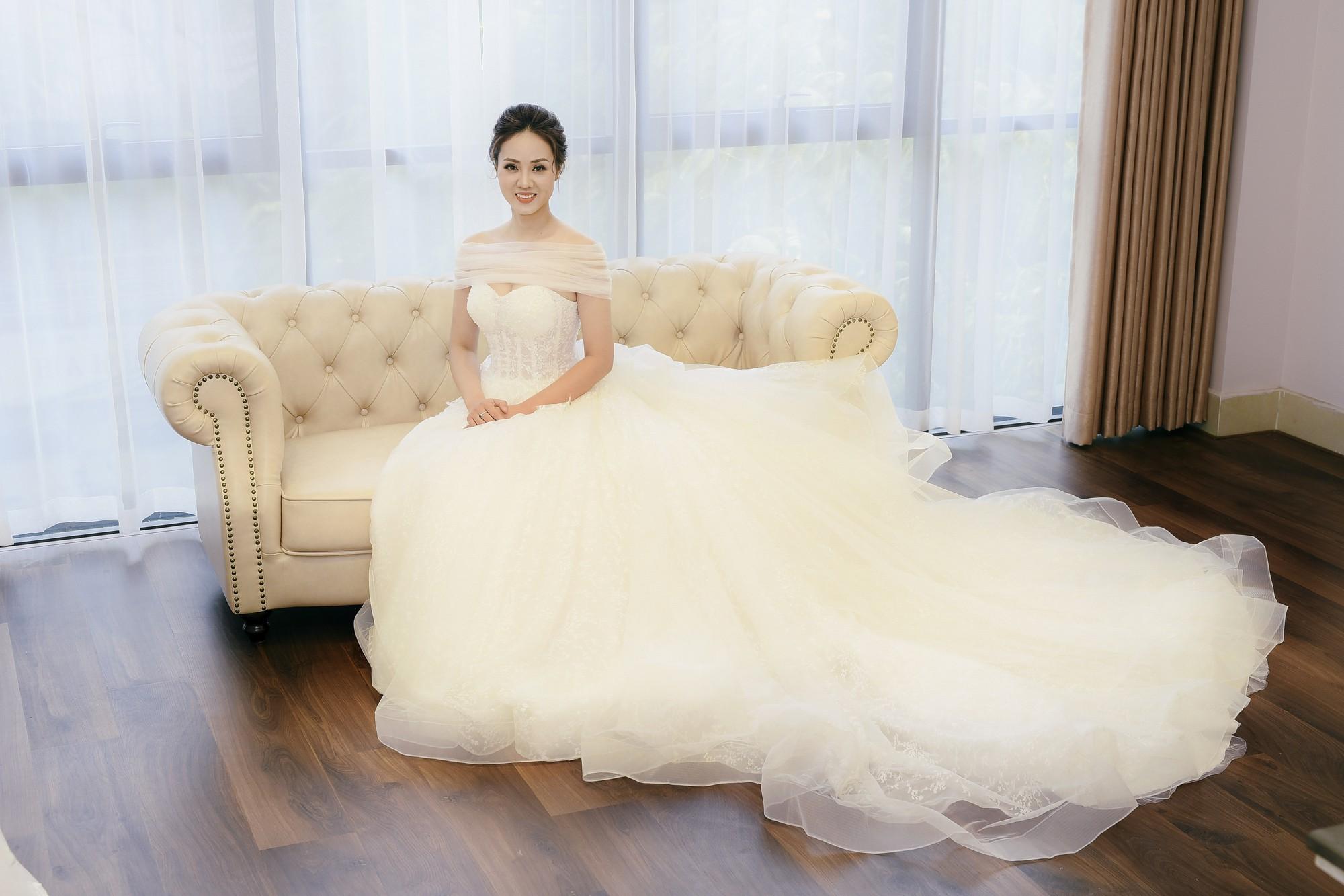 Bạn gái danh hài Công Lý bất ngờ thử váy cưới, làm cô dâu xinh đẹp 1
