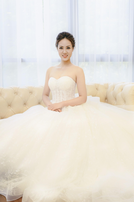 Bạn gái danh hài Công Lý bất ngờ thử váy cưới, làm cô dâu xinh đẹp 2
