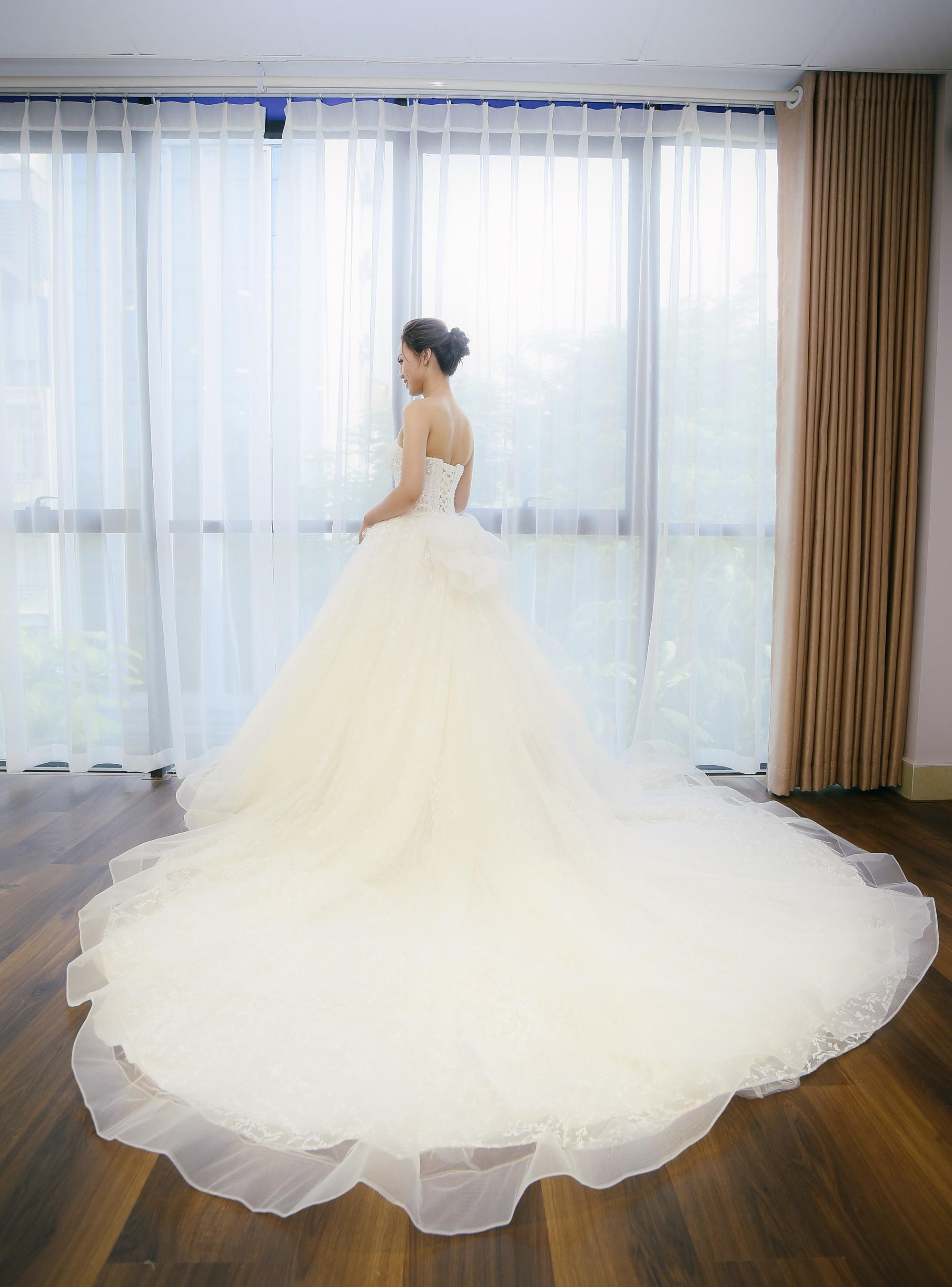 Bạn gái danh hài Công Lý bất ngờ thử váy cưới, làm cô dâu xinh đẹp 5