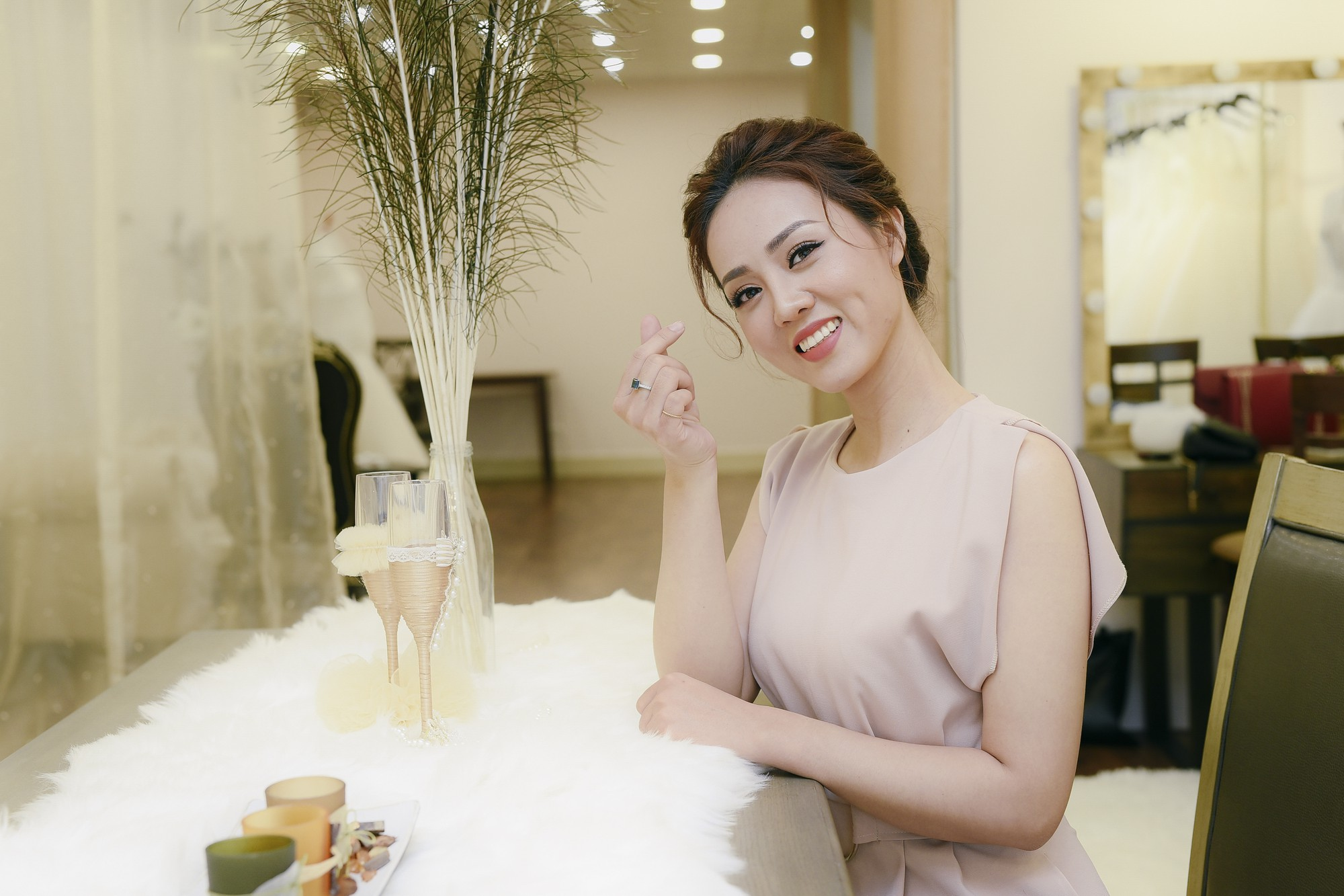 Bạn gái danh hài Công Lý bất ngờ thử váy cưới, làm cô dâu xinh đẹp 8