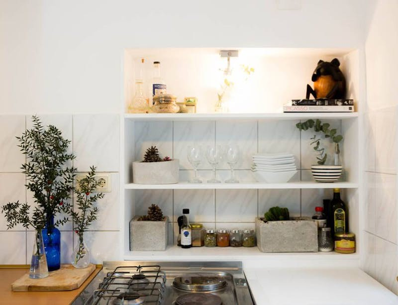 10 ý tưởng lưu trữ tuyệt vời giúp không gian nhà bếp nhỏ đến mấy cũng gọn gàng - Ảnh 6.