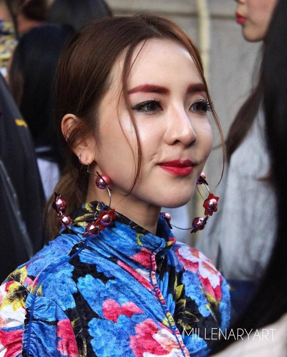 Những màn tuột dốc mỹ nhân Hàn chỉ muốn giấu nhẹm: Kẻ lộ mặt đơ cứng, tường thành bị bóc mẽ photoshop - Ảnh 10.
