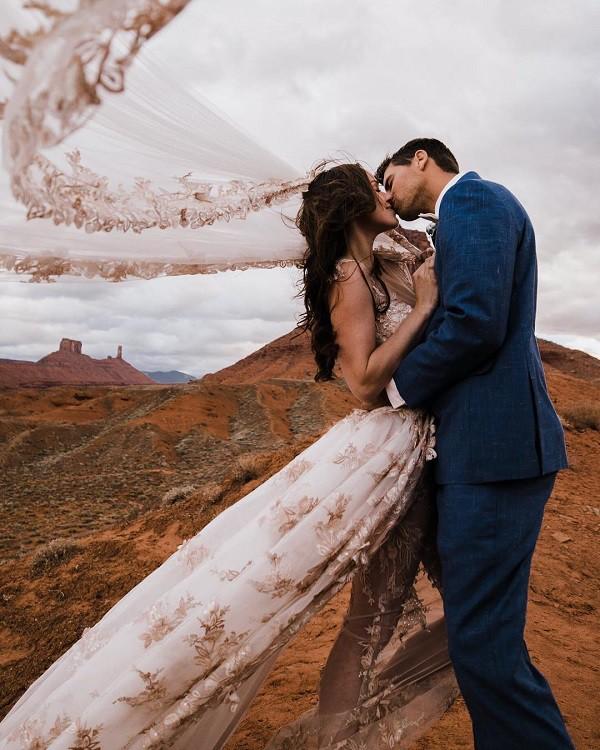 Cặp đôi táo bạo với đám cưới có một không hai: rủ cả quan khách dự tiệc trên chiếc mạng nhện ở độ cao hơn 100m - Ảnh 7.