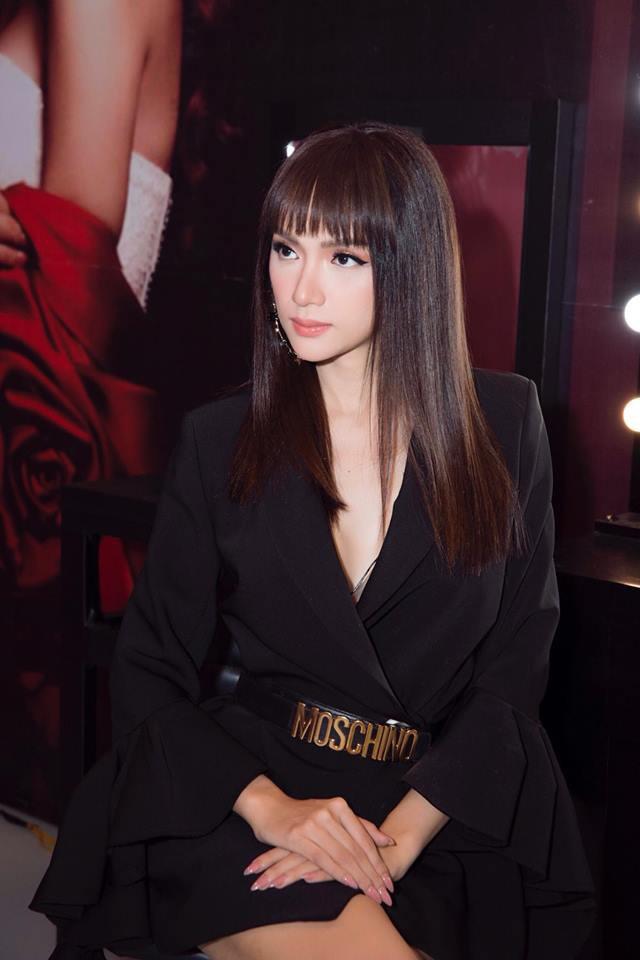 Đăng quang bấy lâu, mãi mới thấy Hương Giang chịu đổi kiểu tóc - Ảnh 2.