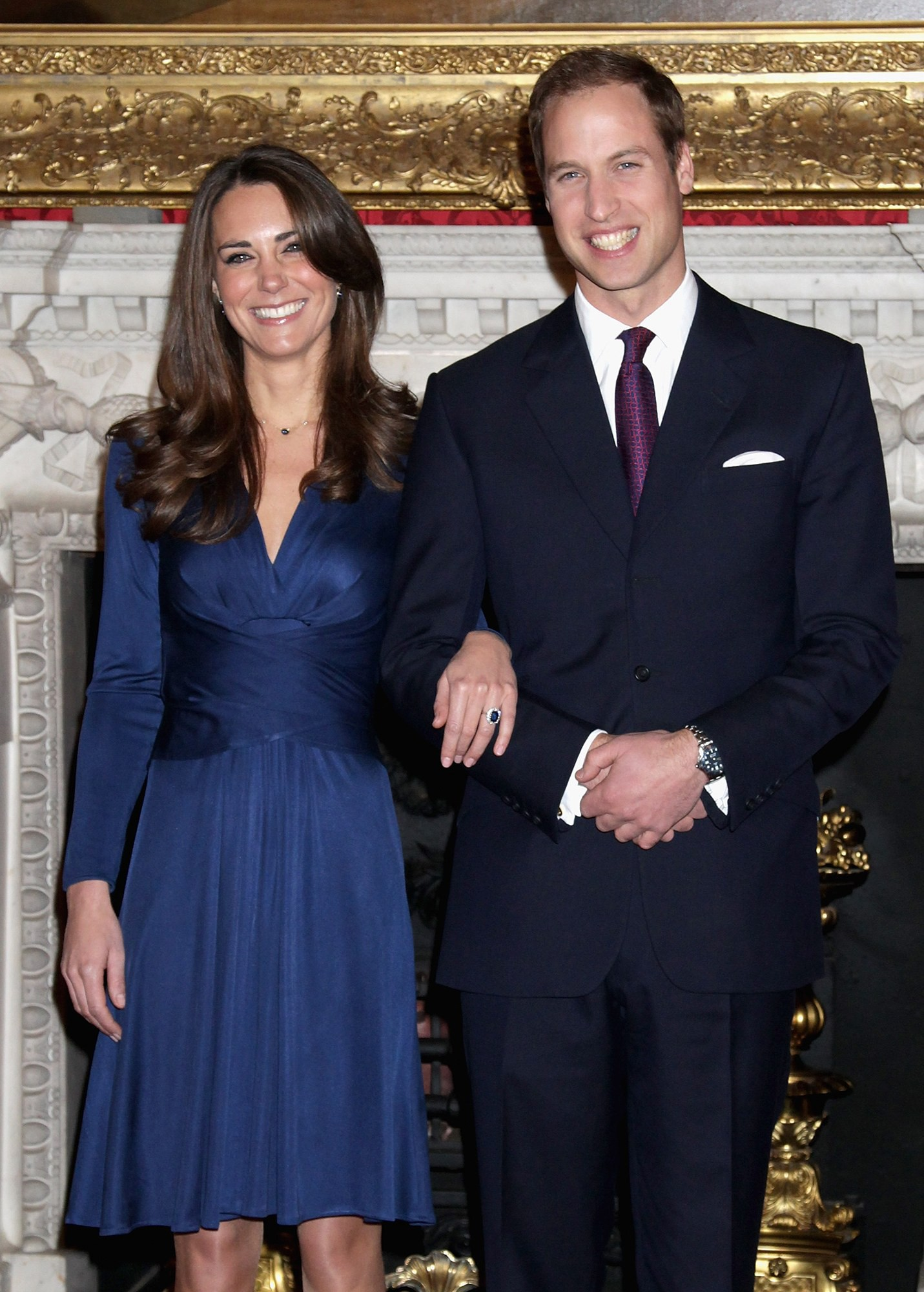 Chính bộ váy xuyên thấu táo bạo này đã phá vỡ friendzone giữa Kate Middleton và Hoàng tử William - Ảnh 1.