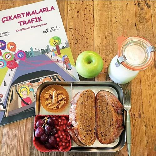 Trẻ chuyển cấp từ mẫu giáo lên tiểu học, cha mẹ cần lưu ý gì về chế độ ăn uống cho trẻ? - Ảnh 2.