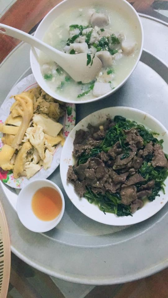 Mâm cơm gia đình tưởng bình thường ở Hà Nội bỗng gây sốt MXH vì 100 nghìn mà đầy ắp thịt, tôm - Ảnh 3.