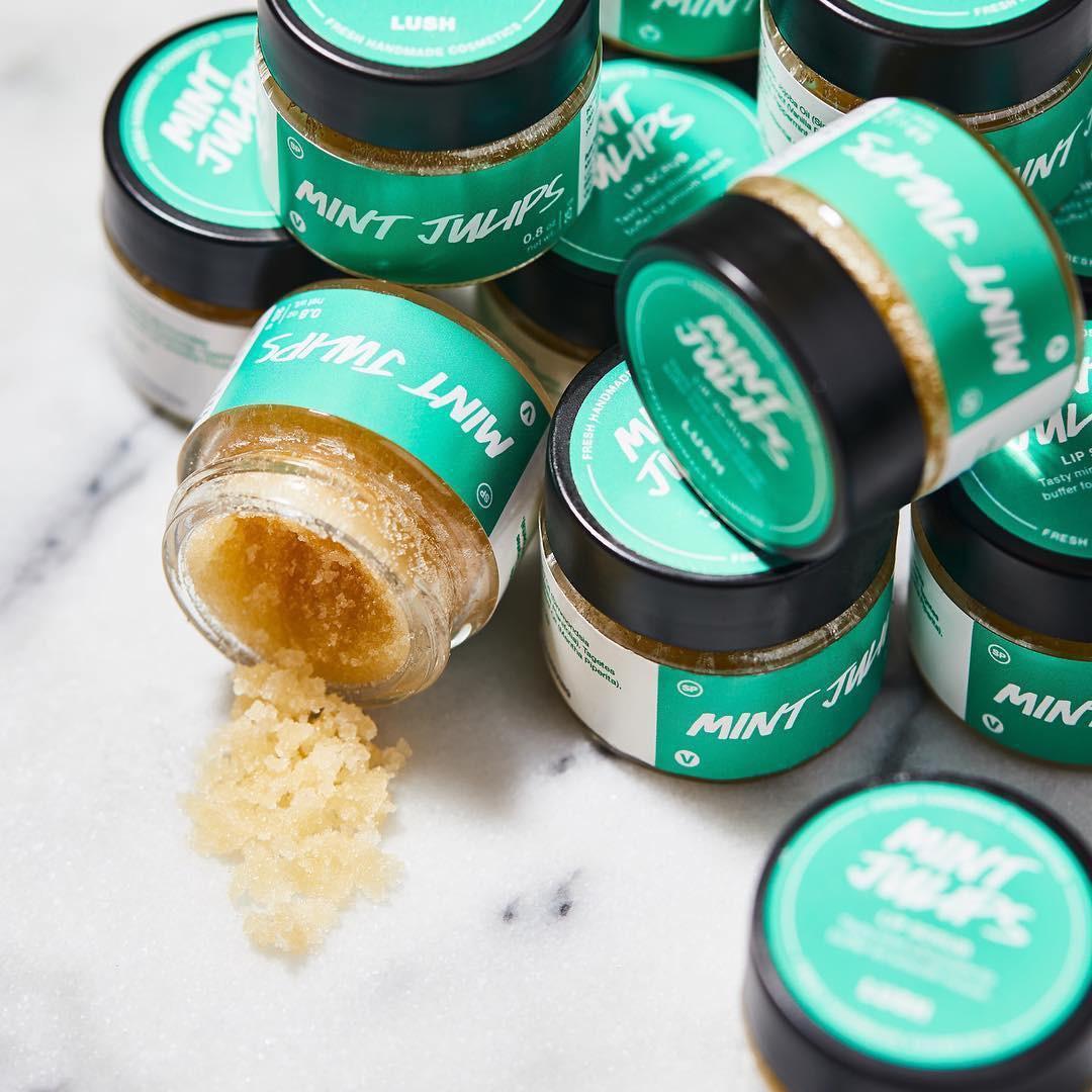 Tẩy da chết cho môi cũng rất quan trọng và đây là 5 sản phẩm giúp đem lại bờ môi sáng hồng, căng mọng cho các nàng - Ảnh 1.