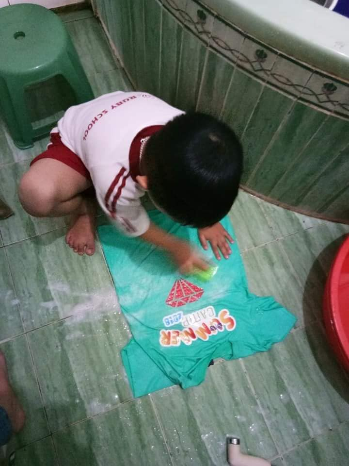 Không quát mắng hay ra lệnh, chỉ dùng chiêu thủ thỉ, mẹ 8X dạy con 6 tuổi làm việc nhà nhoay nhoáy - Ảnh 10.