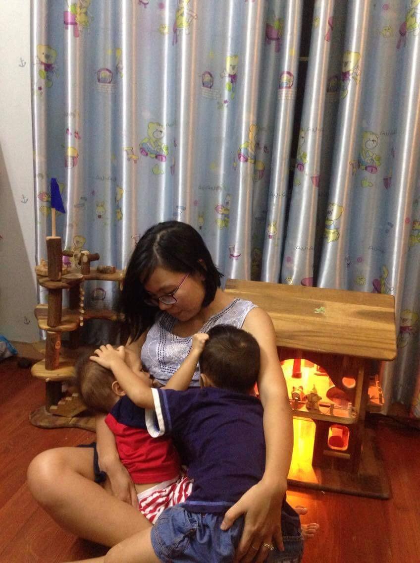 Mẹ Việt chia sẻ bí quyết dành 2 tiếng mỗi ngày cho con bú mẹ trực tiếp để nuôi bú song song hai con 4 tuổi và 20 tháng - Ảnh 2.