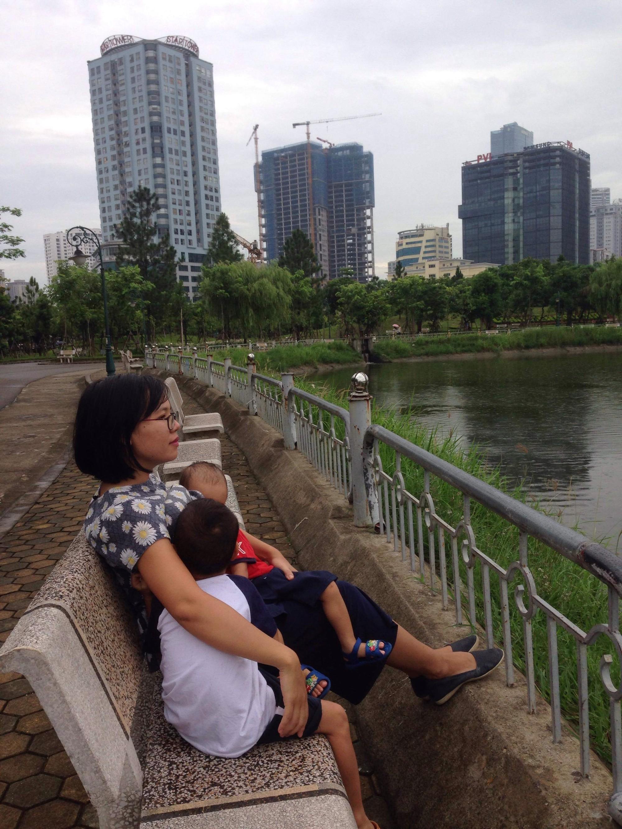 Mẹ Việt chia sẻ bí quyết dành 2 tiếng mỗi ngày cho con bú mẹ trực tiếp để nuôi bú song song hai con 4 tuổi và 20 tháng - Ảnh 4.