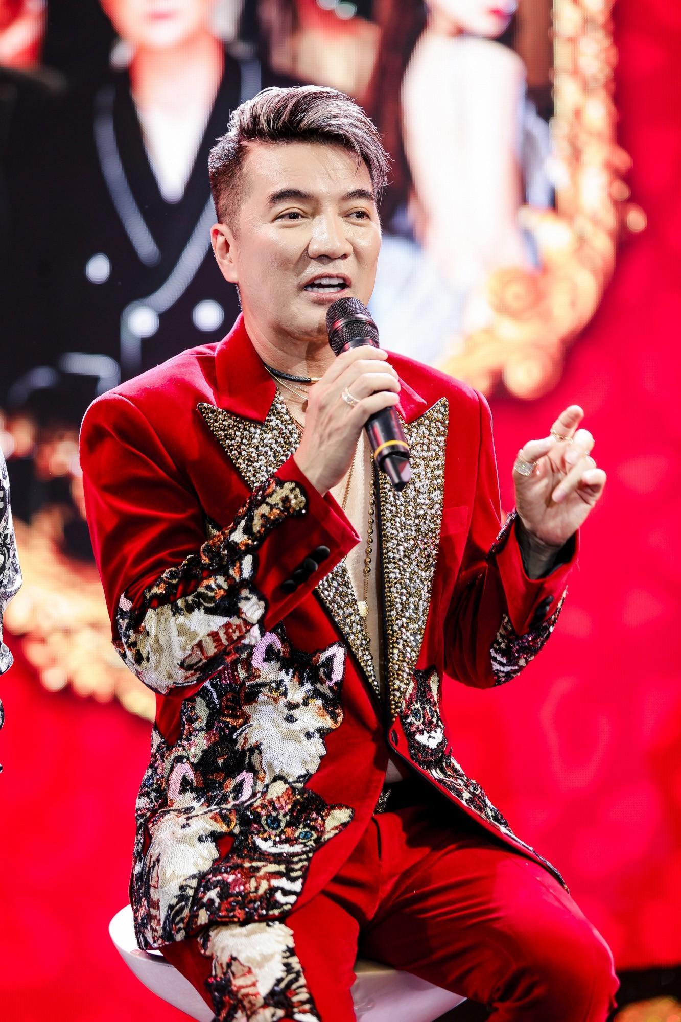 Đàm Vĩnh Hưng bất ngờ tiết lộ nụ hôn nồng cháy với Hoa hậu Hương Giang - Ảnh 5.